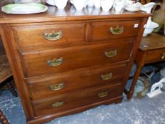 AN EDWARDIAN MAHOGANY CHEST OF DRAWERS.