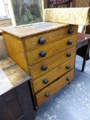 AN OCHRE WOOD GRAIN PAINTED PINE CHEST OF FIVE GRADED DRAWERS WITH BLACK KNOB HANDLES. W 73.5 x D 51