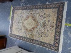 AN ORIENTAL RUG OF CLASSIC PERSIAN DESIGN, 240 X 153cms.