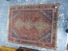 AN ANTIQUE PERSIAN SHIRAZ RUG, 170 X 132cms.
