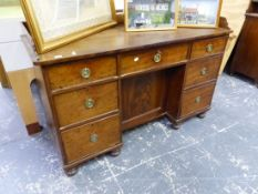 AN EARLY 19th.C. MAHOGANY PEDESTAL DESK, THE THREE QUARTER GALLERIED TOP OVER A CENTRAL DRAWER AND