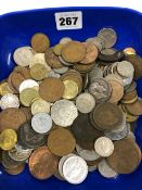 A QUANTITY OF MIXED GB AND COMMONWEALTH COINS.
