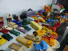 A LARGE COLLECTION MINIATURE DIE CAST LESNEY, MATCHBOX AND OTHER DIE CAST VEHICLES AND ACCESSORIES.