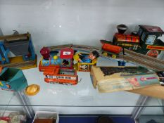 A QUANTITY OF VINTAGE TIN PLATE TOYS.