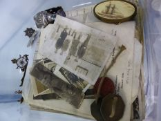 A SMALL COLLECTION OF MILITARY CAP BADGES, AND A CARVED WOOD DIORAMA OF AMERICAN CIVIL WAR SOLDIERS,
