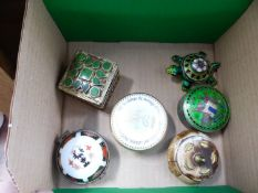 FIVE VARIOUS TRINKET BOXES TO INCLUDE ASIVER AND ENAMEL EXAMPLE