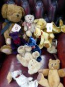A COLLECTION OF TEDDY BEARS TO INCLUDE BOYD BEAR ARTHUR OSCAR, RAZZLE'S, DUNWELL ETC.