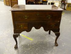AN ANTIQUE MAHOGANY LOWBOY CHEST OF ONE LONG DEED DRAWER OVER TWO SMALL DRAWERS WITH SHAPED FRIEZE