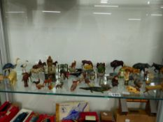 A QUANTITY OF DIE CAST FIGURES AND ANIMALS MOSTLY ZOO AND FARMYARD EXAMPLES.