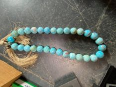A STRING OF LARGE TURNED TURQUOISE BEADS, APPORX 2.5cm DIAMETER, VARIOUS FACET CUT DRESS RINGS,