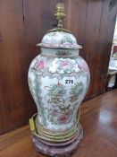 AN ORIENTAL STYLE TABLE LAMP.
