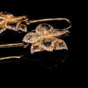 A PAIR OF SILVER GILT ORNATE STONE SET TEXTURED FINISH FLORAL DROP EARRINGS, ON SILVER GILT STONE