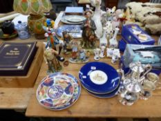 FOUR BOXED DIE CAST CARS, A PAIR OF ROYAL WORCESTER PLATES DEPICTING WORCESTER CATHEDRAL, MURANO TYP