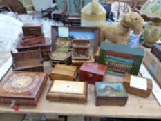 A COLLECTION OF VARIOUS WOODEN TRINKET BOXES TO INCLUDE SOME WITH MUSICAL MOVEMENTS, A SWISS
