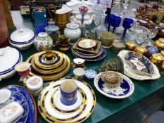A QUANTITY OF VARIOUS CHINA AND GLASSWARES.