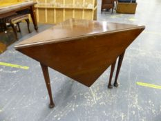 AN ANTIQUE MAHOGANY DROP LEAF CORNER TABLE ON TURNED LEGS WITH CLUB FEET.