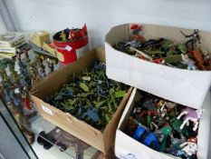 A QTY OF TOY SOLDIERS, ETC.
