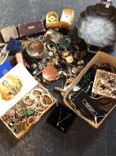 A LARGE QUANTITY OF COLLECTABLES TO INCLUDE PLATED WARES, PART DRAUGHTSMAN'S SET, CORKSCREW, ETC.