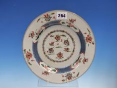 AN 18th C. CHINESE FAMILLE VERTE PLATE, THE CENTRAL ROUNDEL OF DUCKS AND LOTUS ENCLOSED BY A BLUE