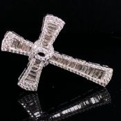 A 9ct WHITE GOLD LARGE BAGUETTE AND BRILLIANT CUT DIAMOND CROSS. MEASUREMENTS APPROX 5cms X 3cms,