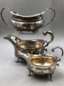 A GEORGIAN HALLMARKED SILVER SUGAR BOWL DATED 1820 LONDON FOR NAPHTALI HART, TOGETHER WITH A