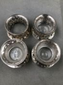FOUR MATCHING HALLMARKED SILVER DISH RINGS, THREE WITH CLEAR GLASS LINERS, DATED 1917 LONDON, FOR