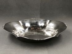A EUROPEAN SILVER ART DECO HAMMERED FINISH FLARED DISH, ENGRAVED TO INNER BASE 29 JUNI 1929- 28