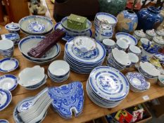 A GROUP OF MODERN ORIENTAL BLUE AND WHITE DINNER WARES, COVERED CIDER MUGS, TWO VASES ETC.