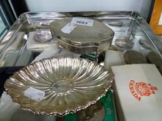 A PAIR OF SILVER SWEET DISHES, A SILVER RING BOX, 1977 CROWNS AND OTHER COINS.