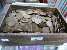 A COLLECTION OF PENNIES, HALFPENNIES WITH SOME FARTHINGS.