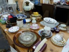 A ROYAL CROWN DERBY CUP AND SAUCERS, A ROYAL WORCESTER VASE, TABLE LAMPS, ROYAL DOULTON PLATES GLASS