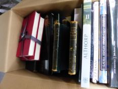 A COLLECTION OF BOOKS TO INCLUDE ART, ANTIQUES, DYNASTIES, CHATSWORTH ATTIC SALE CATALOGUE,