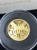 A 2020 75th ANNIVERSARY OF VE DAY QUARTER OUNCE GOLD PROOF COIN. 22ct GOLD, 22.5mm DIAMETER, OBVERSE