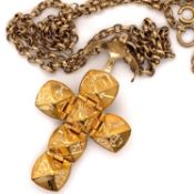 A 9ct HALLMARKED GOLD (DATE LETTER RUBBED) MASONIC PUZZLE BALL PENDANT SUSPENDED ON A 9ct GOLD