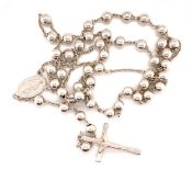A SOLID SILVER ROSARY. LENGTH 50cms. WEIGHT 29.7grms.