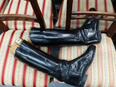 A PAIR OF LEATHER RIDING BOOTS COMPLETE WITH TREES, SOLE MEASUREMENT 28.5cms, CALF MEASUREMENT APPRO