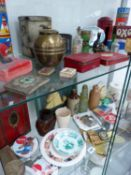 A GOOD COLLECTION OF ART DECO AND OTHER COLLECTABLES INC. VINTAGE TINS, ORNAMENTS, GUINNESS