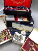 A VINTAGE JEWELLERY CASE AND CONTENTS TO INCLUDE A GENTS TISSOT WATCH PR-100, P 360/460 ON A