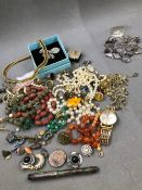 A QUANTITY OF JEWELLERY TO INCLUDE SILVER, COSTUME, BEADS, PEARLS, WATCH KEYS, ETC.