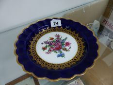 A TEMPLE AND CROOK LONDON HAND PAINTED CABINET PLATE.