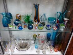A QUANTITY OF ART GLASS JUGS, VASES, PAPERWEIGHTS ETC, ART DECO DRINKING SET ETC.