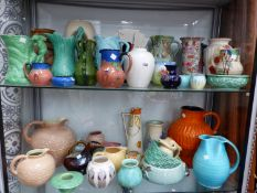 A COLLECTION OF VARIOUS VINTAGE AND ART DECO VASES AND JUGS TO INCLUDE MOORCROFT, POOLE, ROYAL ART