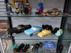A GROUP OF VINTAGE ROBOT TOYS, MODEL CAR DECANTERS, A CAR TRINKET,A RACECAR SADLET TEAPOT AND 1950S