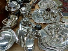 A GOOD COLLECTION OF SILVER PLATED WARES, TO INCLUDE SIGNED PIECES BY FRACALANZA, CHAMPAGNE SAUCERS,