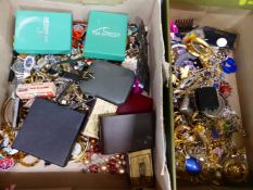 A LARGE COLLECTION OF MAINLY VINTAGE COSTUME JEWELLERY, WATCHES AND COLLECTABLES.