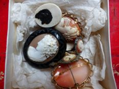 A 9ct GOLD PORTRAIT CAMEO BROOCH, TOGETHER WITH FIVE FURTHER MOUNTED CAMEO EXAMPLES, A PAIR OF