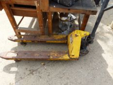 A HYDRAULIC PALLET TRUCK FOR RESTORATION