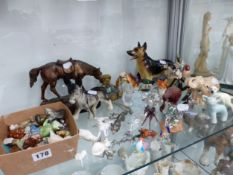 A COLLECTION OF MISCELLANEOUS METAL, GLASS AND CERAMIC ANIMAL FIGURES