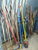 A LARGE QUANTITY OF GARDEN TOOLS