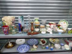 VARIOUS GLASS AND CERAMIC VASES, A MDINA STOPPERED BOTTLE, A CHINESE CLOISONNE VASE, RIDGWAY AND